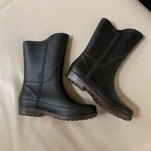 Rain Boots black slight heel 6